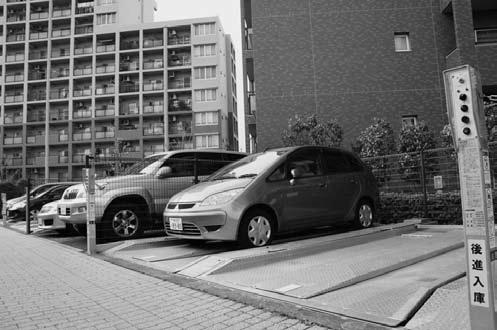 高い充足率を確保するため、マンションには機械式駐車場の設置が多い